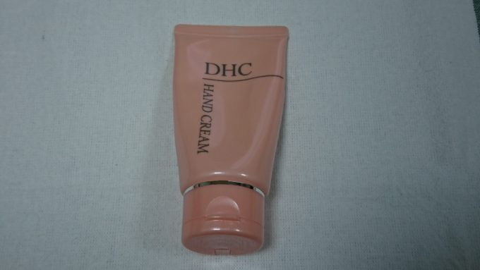 DHC 薬用ハンドクリーム 60gを正面から撮った写真。