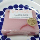 マルシェボンの石鹸「ダマスクローズ」の正面写真。