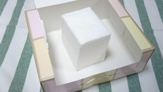 資生堂 ビューティーアップコットンF(外箱と中身のコットン)の写真。